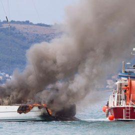 Požar u marini Kaštela