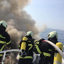 Gašenje požara i tegalj jedrilice Zombie